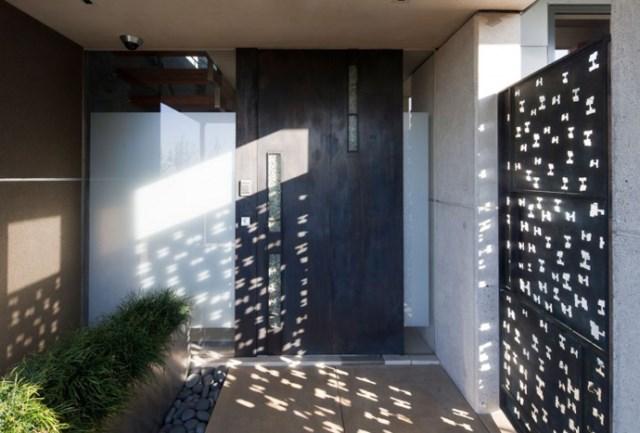 Modern house With modern garden (2)