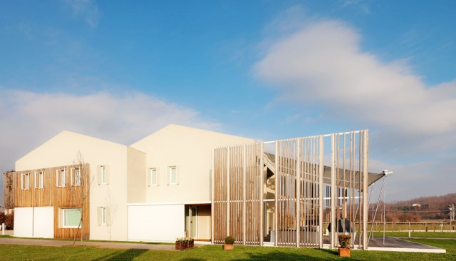 Modern house energy efficient With recycled materials (1)