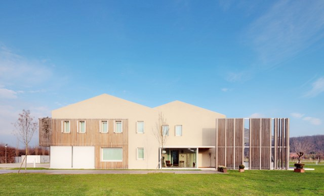 Modern house energy efficient With recycled materials (2)