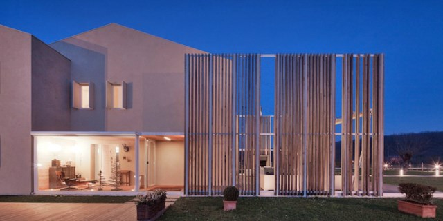 Modern house energy efficient With recycled materials (5)