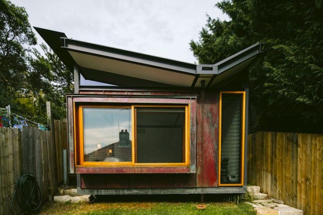 Modern house roof wings small compact (3)