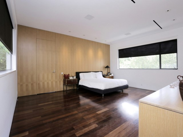 Modern large house Decorated with warm colors and materials (2)