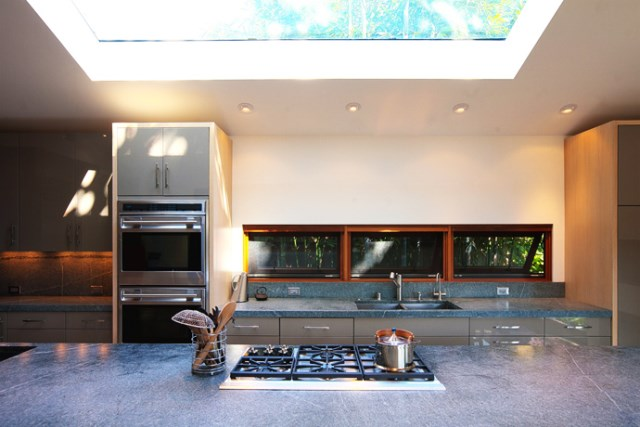 Modern small house Decorated with wood steel glass (10)