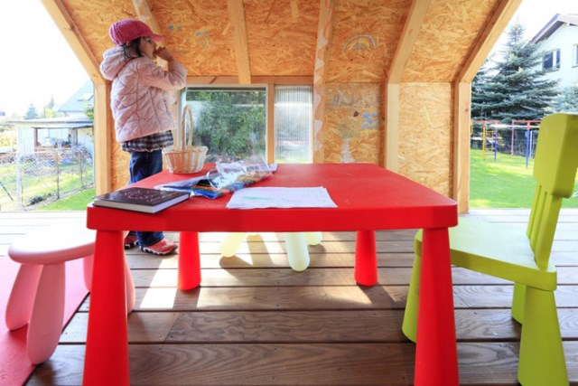 Tiny house playground in the garden (3)