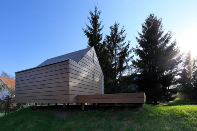 Tiny house playground in the garden (4)