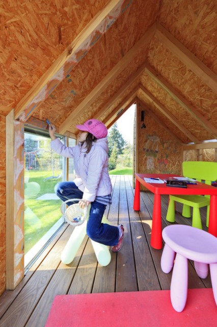 Tiny house playground in the garden (5)