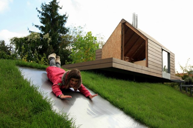 Tiny house playground in the garden (7)
