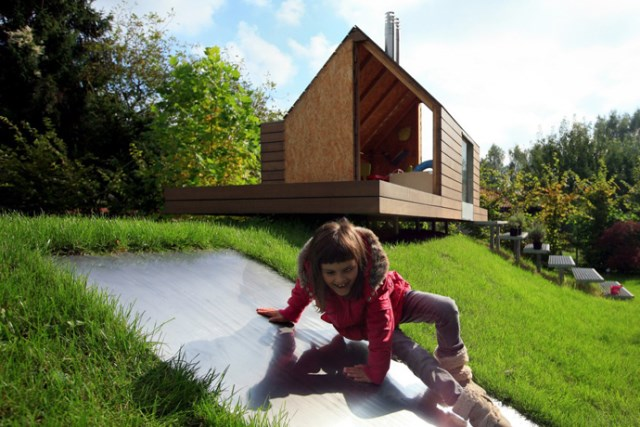 Tiny house playground in the garden (8)