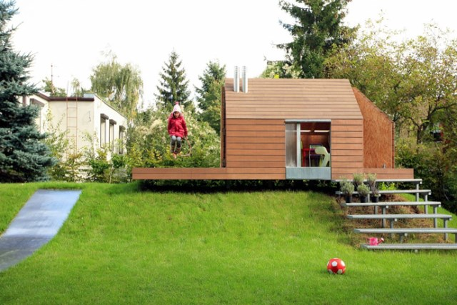 Tiny house playground in the garden (9)