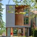 บ้านเดี่ยวสองชั้น โดดเด่นด้วยรูปทรงโมเดิร์น ผสมวัสดุจากไม้เข้ากับกระจก