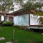 บ้านตากอากาศอารมณ์รีสอร์ท งานออกแบบโมเดิร์นผสมวัสดุจากไม้ พร้อมสวนธรรมชาติและสระว่ายน้ำ