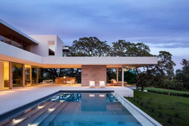 Villa house with swimming pools on the Hill (4)