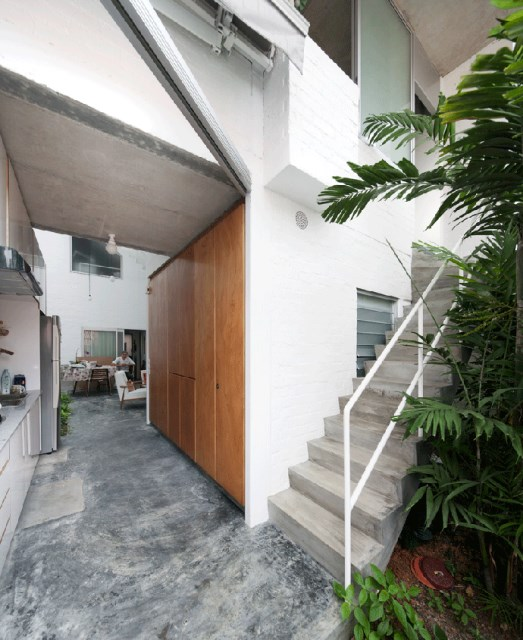 beatiful-house-with-central-open-air (4)