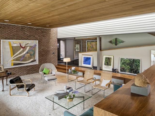 brick-and-wood-aesthetic-of-dana-house (12)