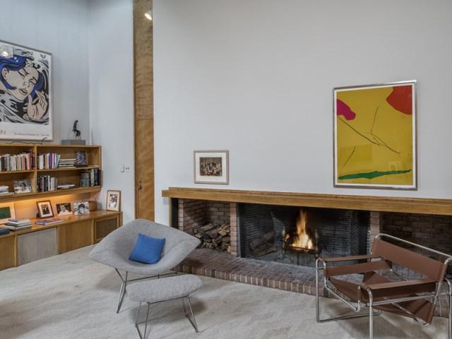 brick-and-wood-aesthetic-of-dana-house (13)