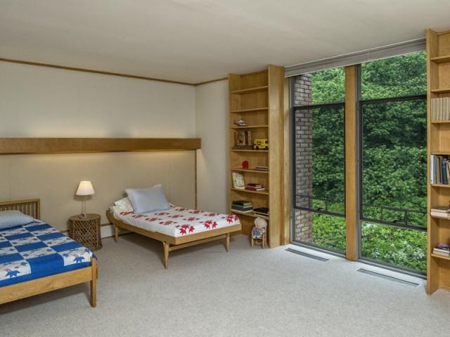 brick-and-wood-aesthetic-of-dana-house (14)
