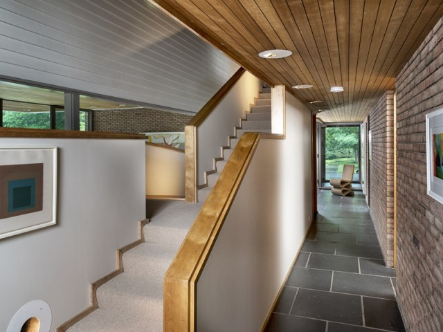 brick-and-wood-aesthetic-of-dana-house (16)