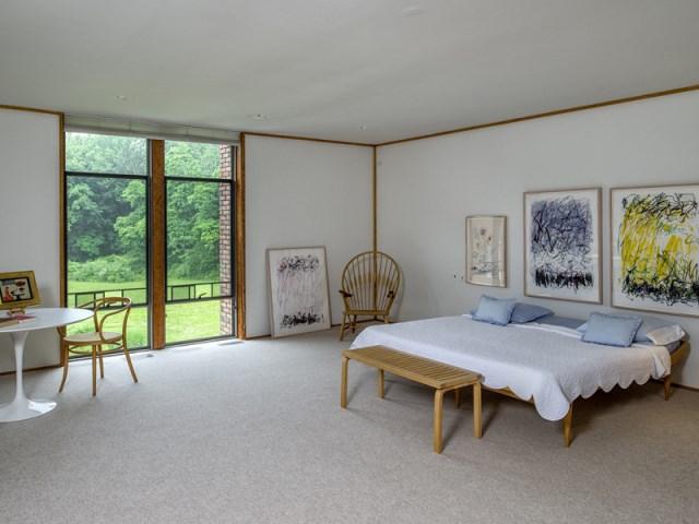 brick-and-wood-aesthetic-of-dana-house (20)