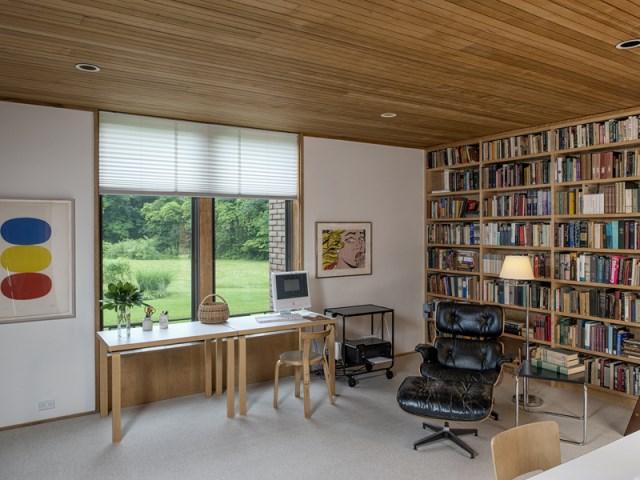 brick-and-wood-aesthetic-of-dana-house (21)