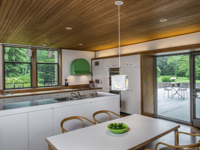 brick-and-wood-aesthetic-of-dana-house (3)