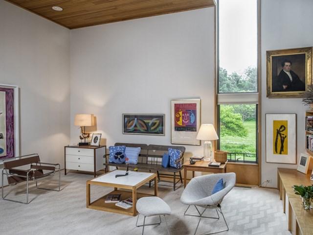 brick-and-wood-aesthetic-of-dana-house (6)