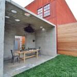 ไอเดียพื้นที่พักผ่อน ในบ้านสวนพื้นที่แคบ ออกแบบด้วยปูนเปลือย