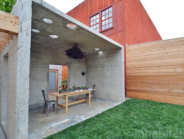 bunker concret home hides courtyard (1)