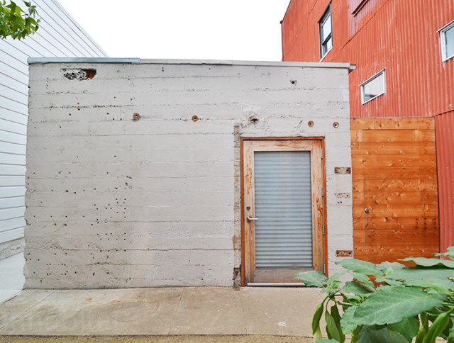 bunker concret home hides courtyard (13)