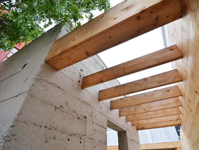 bunker concret home hides courtyard (2)