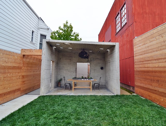 bunker concret home hides courtyard (3)
