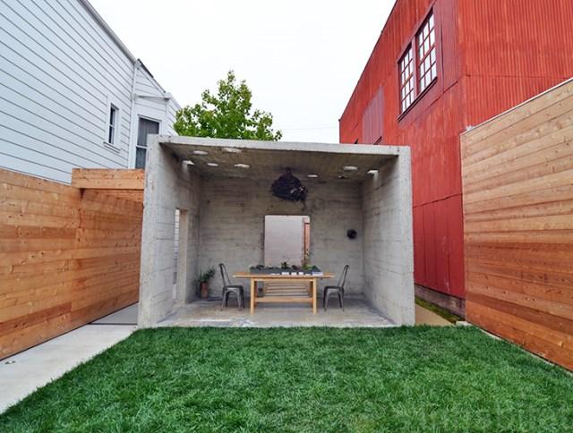 bunker concret home hides courtyard (3)