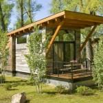 บ้านสวนแนวเคบิน หลังคาทรงเพิงหมาแหงน วัสดุตกแต่งจากไม้และหิน