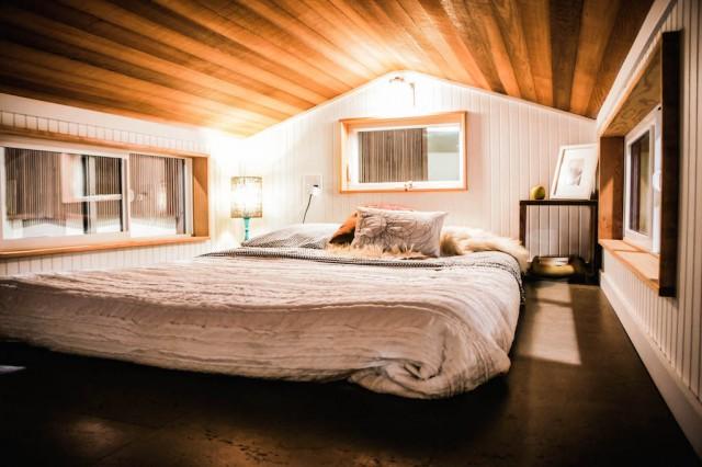gorgeous-modern-tiny-home (10)