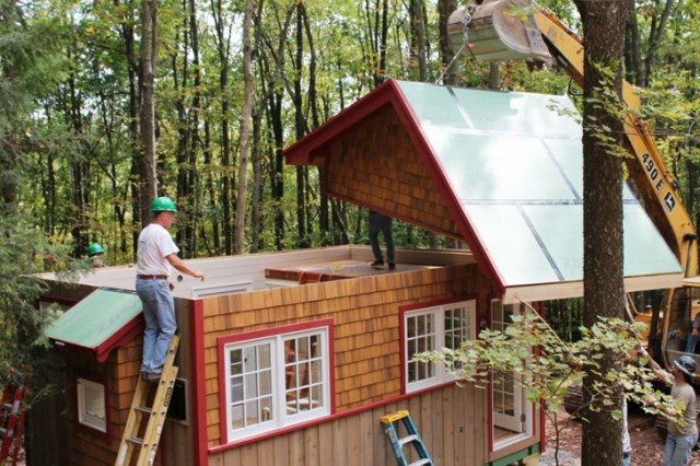 hobbitat prefab micro houses recycled materials (8)