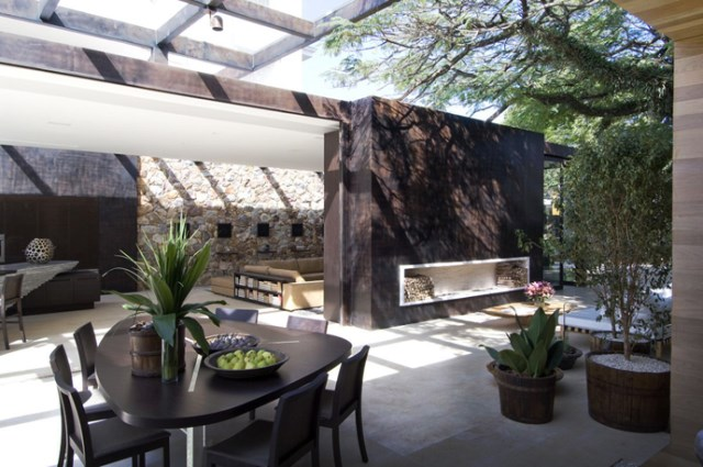 indoor-house-dining-like-outdoor-feels