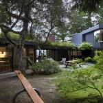 บ้านสวนจากวัสดุทันสมัย รูปทรงโมเดิร์น สร้างบ้านพักอาศัยที่อิงแอบไปกับธรรมชาติ