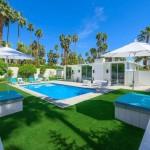 บ้านโมเดิร์นทูโทน ขาว-เขียว ออกแบบรูปทรงกล่อง พร้อมสระว่ายน้ำส่วนตัว