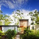 บ้านโมเดิร์นคอนกรีตและเหล็ก พร้อมสวนป่า ออกแบบให้อิงแอบธรรมชาติ