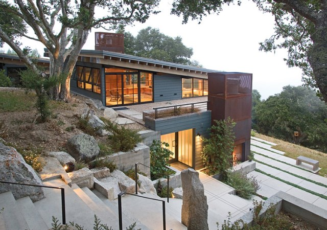 modern mountain house with greenroof (3)