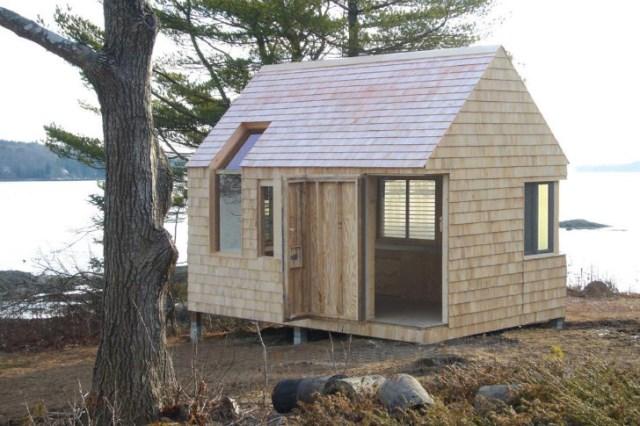 tiny-wooden-boathouse (1)
