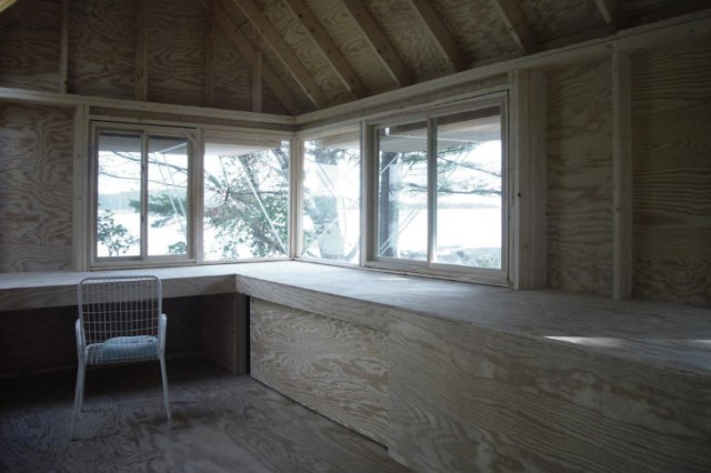 tiny-wooden-boathouse (2)