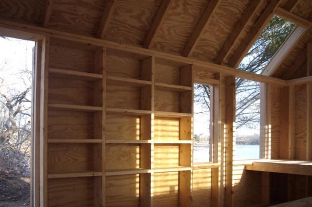 tiny-wooden-boathouse (4)
