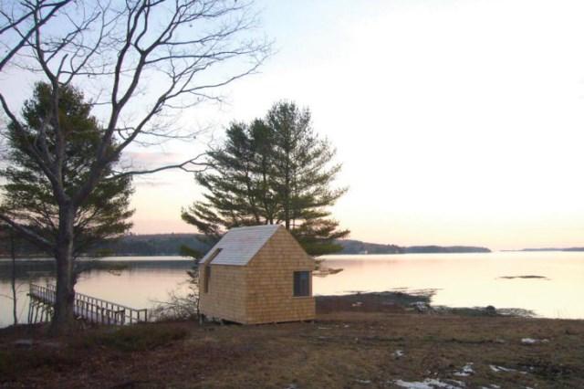 tiny-wooden-boathouse (7)