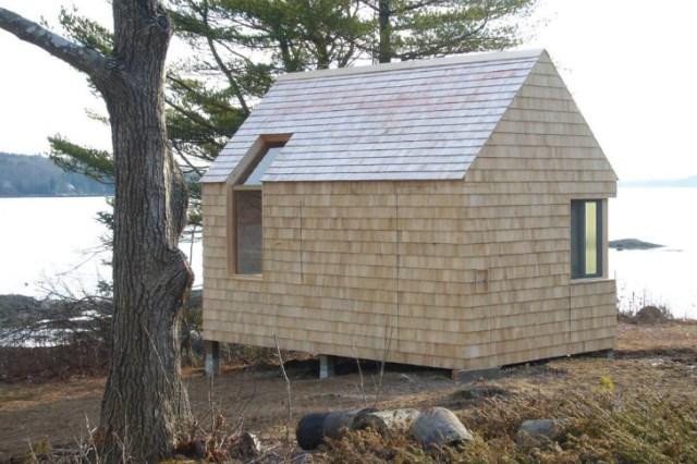 tiny-wooden-boathouse (9)