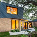 บ้านโมเดิร์นทูโทน ตกแต่งด้วยอิฐโชว์แนว รูปทรงกล่องสมัยใหม่