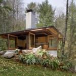 บ้านสวนแบบบ้านตากอากาศ ในสไตล์โมเดิร์น ตกแต่งอบอุ่นจากวัสดุไม้