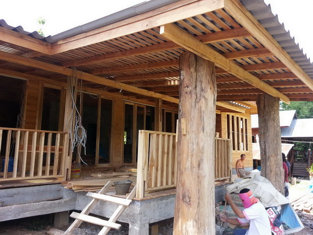 1 storey concrete wooden country house review (42)