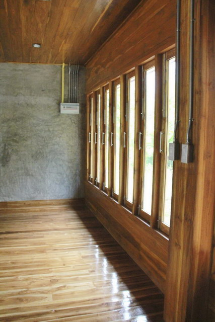 1 storey concrete wooden country house review (67)