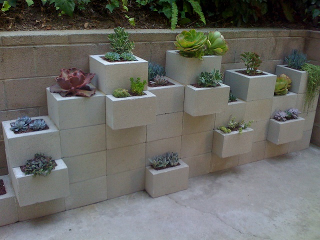 10-creative-ways-to-decorate-with-concrete-blocks (10)