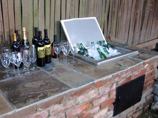 19-super-easy-cheap-diy-outdoor-bar-ideas (17)